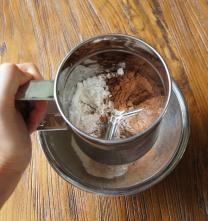 Sift flour+sugar+cocoa in a bowl