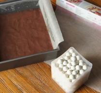 Prepare baking beads (or rice)