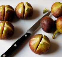Slice figs into quarters