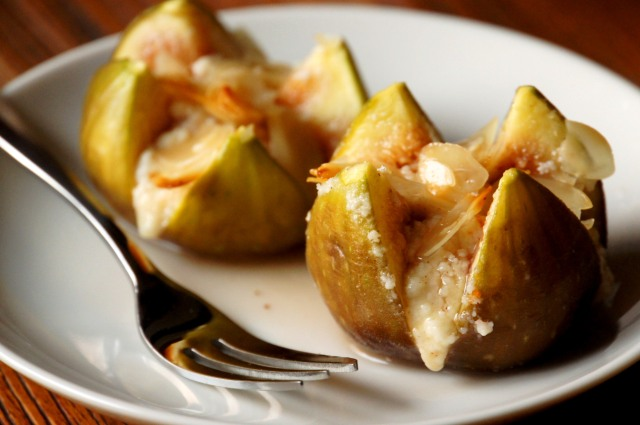 Grilled Figs with Ricotta