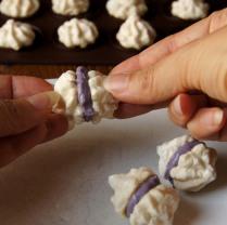 Assemble the meringues -2