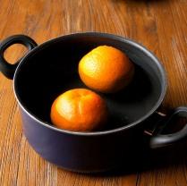 Oranges in a saucepan