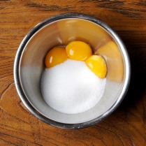 Egg yolks+120g sugar