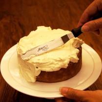 Spread the cake with ganache