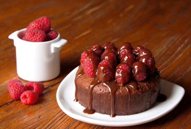 Chocolate Ganache and Raspberry Cake