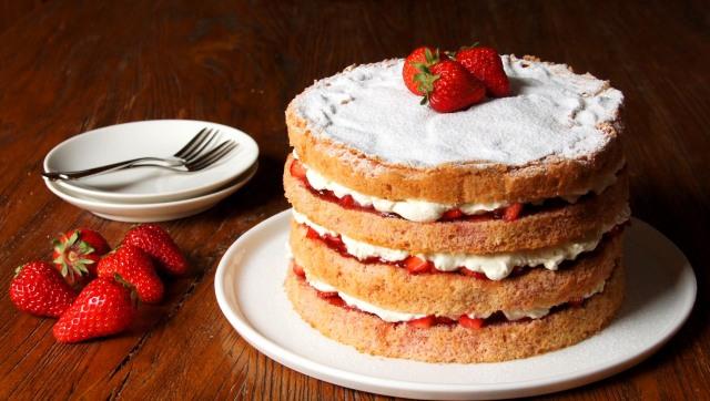 Strawberries and Cream Sponge Layer Cake
